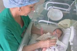 Decisiva labor de neonatólogos en logro de baja tasa de mortalidad infantil